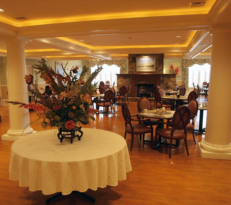 Friendship-Manor-Retirement-Community-Roanoke-VA-Dining-Hall3